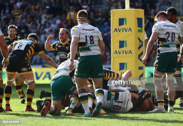 Wasps celebrate as Matt Mullan of Wasps scores a match equalising push over try in the final minute during the Aviva Premiership match between Wasps...