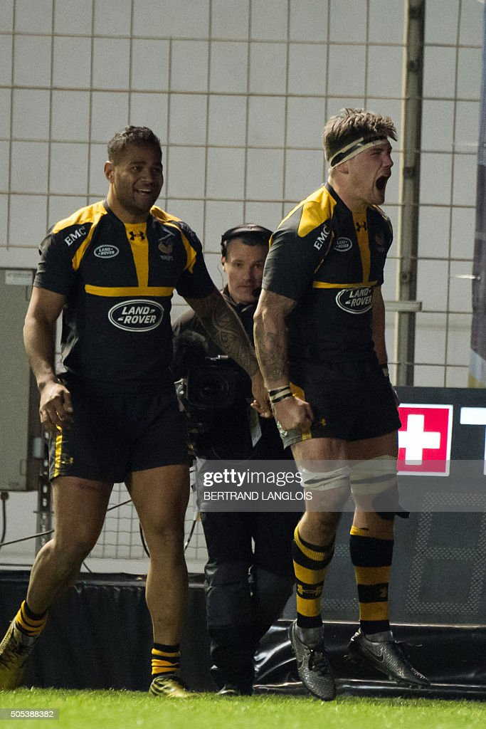 Wasps' flanker from England Guy Thompson (R) celebrates after scoring a try during the European Champions Cup rugby union match RC Toulon vs Wasps on January 17, 2016 at the Mayol stadium in Toulon, southeastern France.