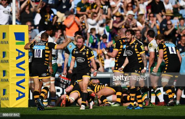Wasps players celebrate a last minute try by Paul DoranJones of Wasps for victory during the Aviva Premiership match between Wasps and Northampton...