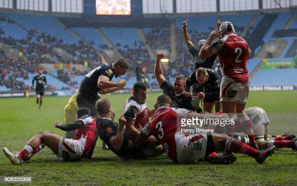 Wasps players celebrate as Guy Thompson of Wasps scores their first try during the European Rugby Champions Cup match between Wasps and Ulster Rugby...