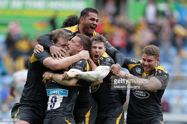 Wasps players celebrate the victory following a conversion by Jimmy Gopperth during the European Rugby Champions Cup Quarter Final between Wasps and...