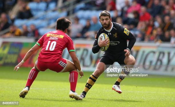 Wasps' Willie Le Roux and Harlequins' Marcus Smith during the Aviva Premiership match between Wasps and Harlequins at The Ricoh Arena on September 17...
