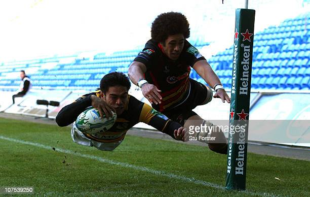 Wasps winger David Lemi dives past Toby Faletau to score during the Heineken Cup Round Three match between Newport Gwent Dragons and London Wasps at...