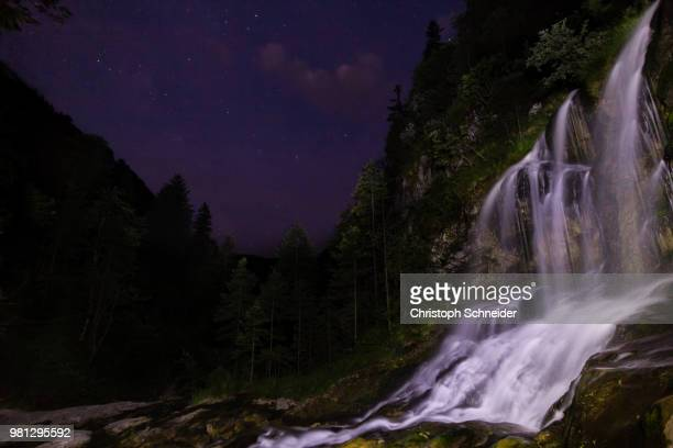 wasserfall bei nacht - nacht stock pictures, royalty-free photos & images