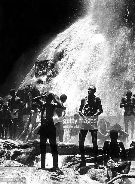 Wasserfall bei Saut d'eau dem vonden Anhängern des VoodooKults mystischeBedeutung beigemessen wird 1969