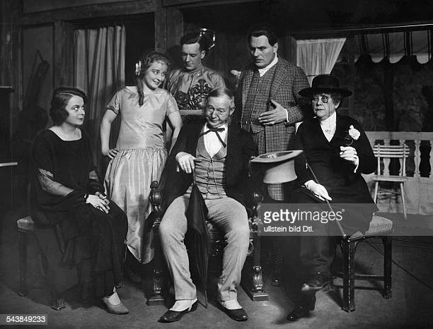 Wassmann Hans Actor Germany*01011873 with Kitty Aschenbach Kaethe Haak nn Eduard von Winterstein Adele Sandrock in the play 'Mister Pim passes by' by...