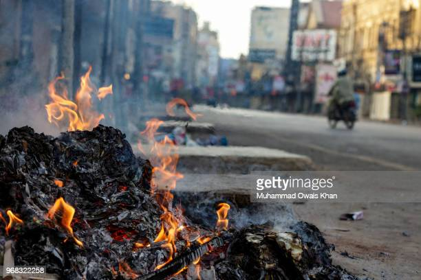 waste management - karachi fotografías e imágenes de stock