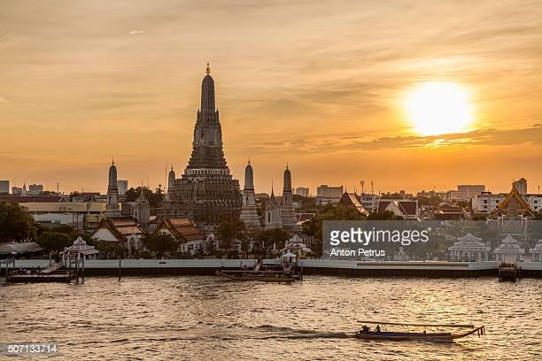 wat arun at sunset, bangkok, thailand. - anton petrus stock pictures, royalty-free photos & images