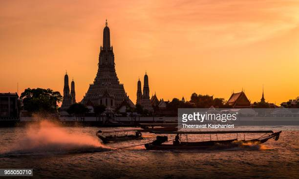 wat arun at sunset, bangkok, thailand - southeast stock pictures, royalty-free photos & images