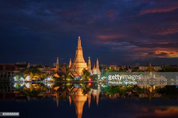 wat arun (temple of dawn), bangkok, thailand. - bangkok stock photos and pictures