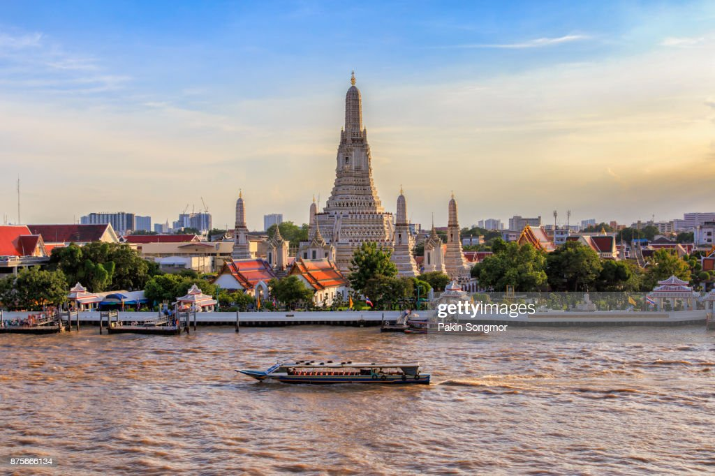 Wat Arun big landmark in Bangkok City, Thailand : ストックフォト