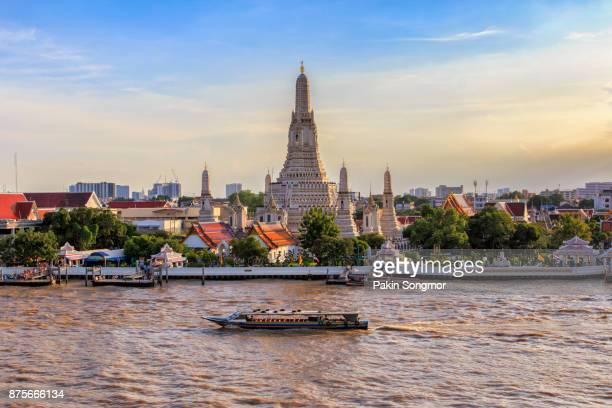 wat arun big landmark in bangkok city, thailand - バンコク ストックフォトと画像