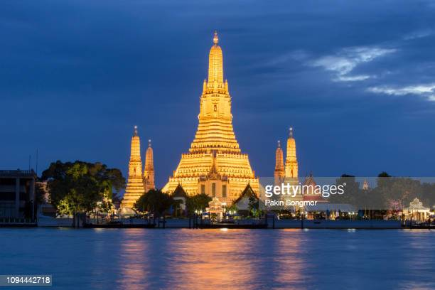 wat arun buddhist religious places in twilight time - stupa stock pictures, royalty-free photos & images