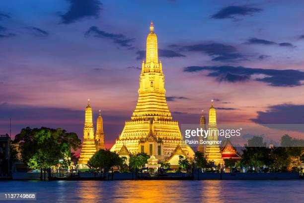 wat arun buddhist religious places in twilight time - grand palace bangkok stock pictures, royalty-free photos & images