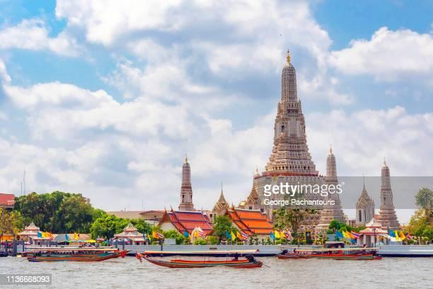 wat arun in bangkok, thailand - bangkok fotografías e imágenes de stock