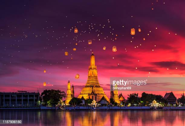 wat arun is one of the well-known landmarks of thailand - バンコク ストックフォトと画像