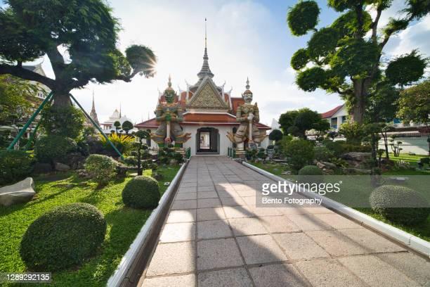 wat arun ratchawararam ratchawaramahawihan (temple of dawn) - royal tour stock pictures, royalty-free photos & images