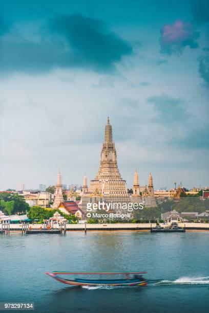 wat arun temple, bangkok - bangkok province stock pictures, royalty-free photos & images