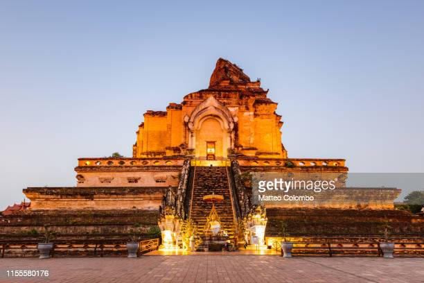 wat chedi luang at dawn, chiang mai, thailand - wat stock pictures, royalty-free photos & images