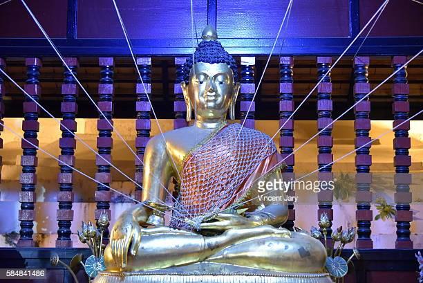 wat duang dee buddha statue at chiang mai - reyes magos de oriente fotografías e imágenes de stock