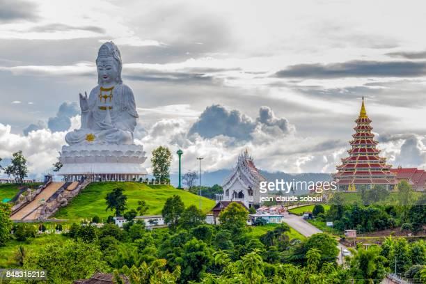 wat huai pla kung temple, in chiang rai city (thailand) - thailand stock-fotos und bilder