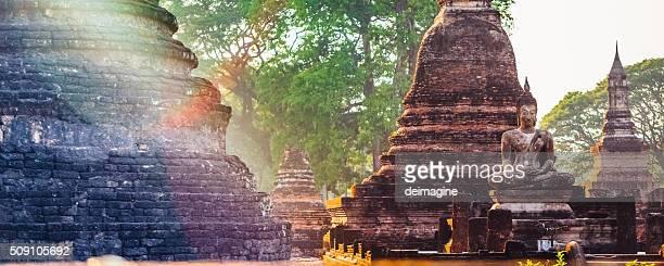 Templo de Wat Tailandia, Asia durante crepúsculo, Sukhothai, Tailandia