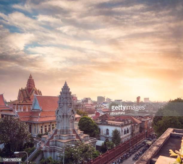 wat ounalom at sunset in phnom penh, cambodia - theravada stock pictures, royalty-free photos & images