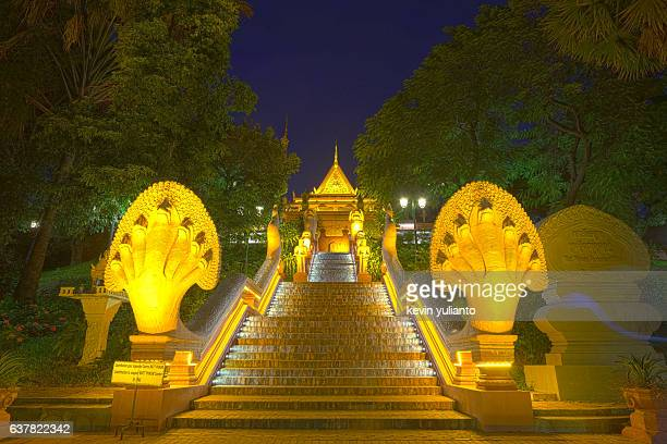 wat phnom at night, phnom penh - phnom penh stock pictures, royalty-free photos & images