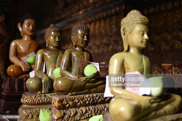 wat phnom, buddhist temple, phnom penh, cambodia - phnom penh stock pictures, royalty-free photos & images