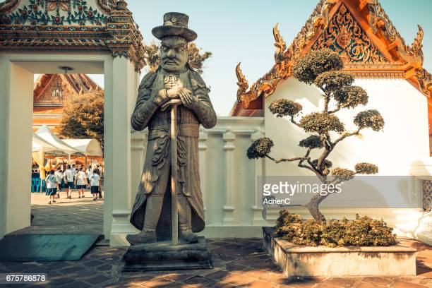 wat pho buddhist temple in bangkok ( thailand ) - plan rapproché stock pictures, royalty-free photos & images