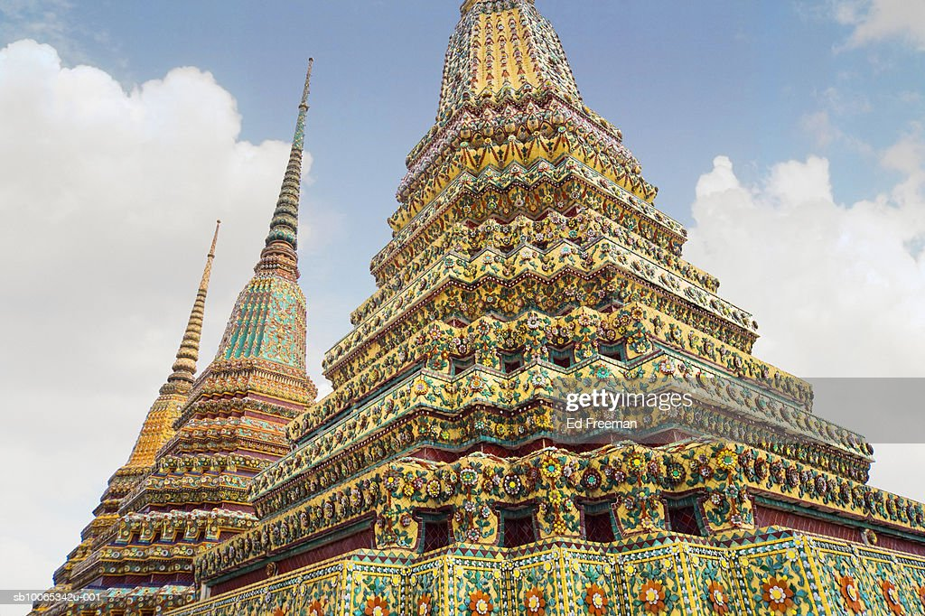 Wat Pho temple, low angle view : Foto stock