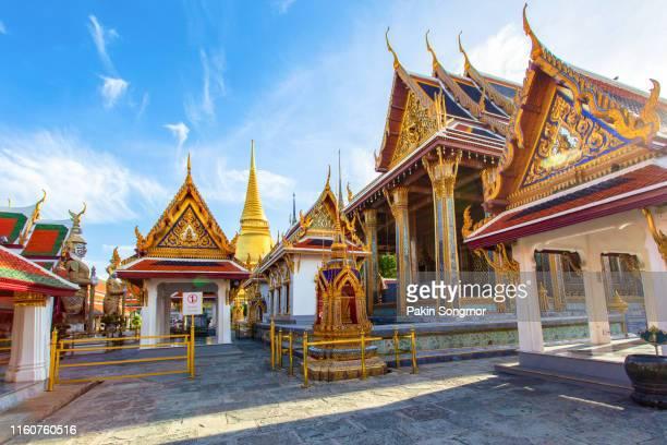 wat phra kaew ancient temple in bangkok - international landmark stock pictures, royalty-free photos & images