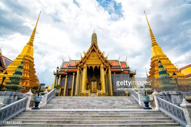 wat phra kaew ancient temple in bangkok - synagoga bildbanksfoton och bilder