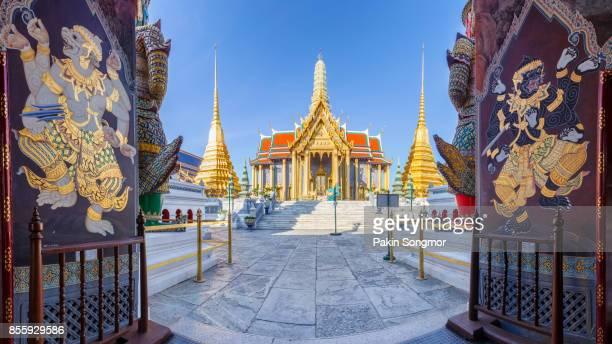 wat phra kaew ancient temple in bangkok thailand - grand palace - bangkok stock pictures, royalty-free photos & images