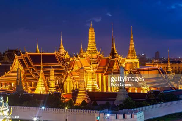 wat phra kaew - sanam luang park stock pictures, royalty-free photos & images