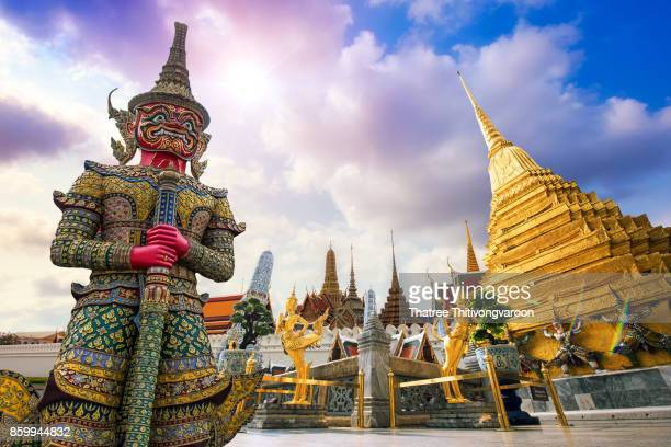 wat phra kaew, temple of the emerald buddha wat phra kaew is one of bangkok's most famous tourist sites and it was built in 1782 at bangkok, thailand - バンコク ストックフォトと画像