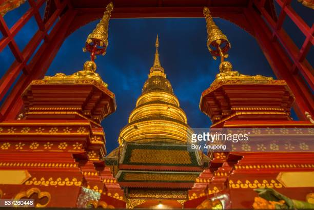 wat phra that hariphunchai in lamphun province at dusk. - theravada stock pictures, royalty-free photos & images