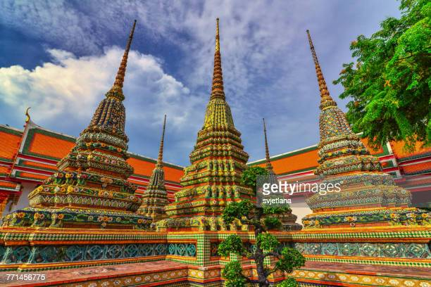 wat po temple complex, bangkok, thailand - wat pho stock pictures, royalty-free photos & images