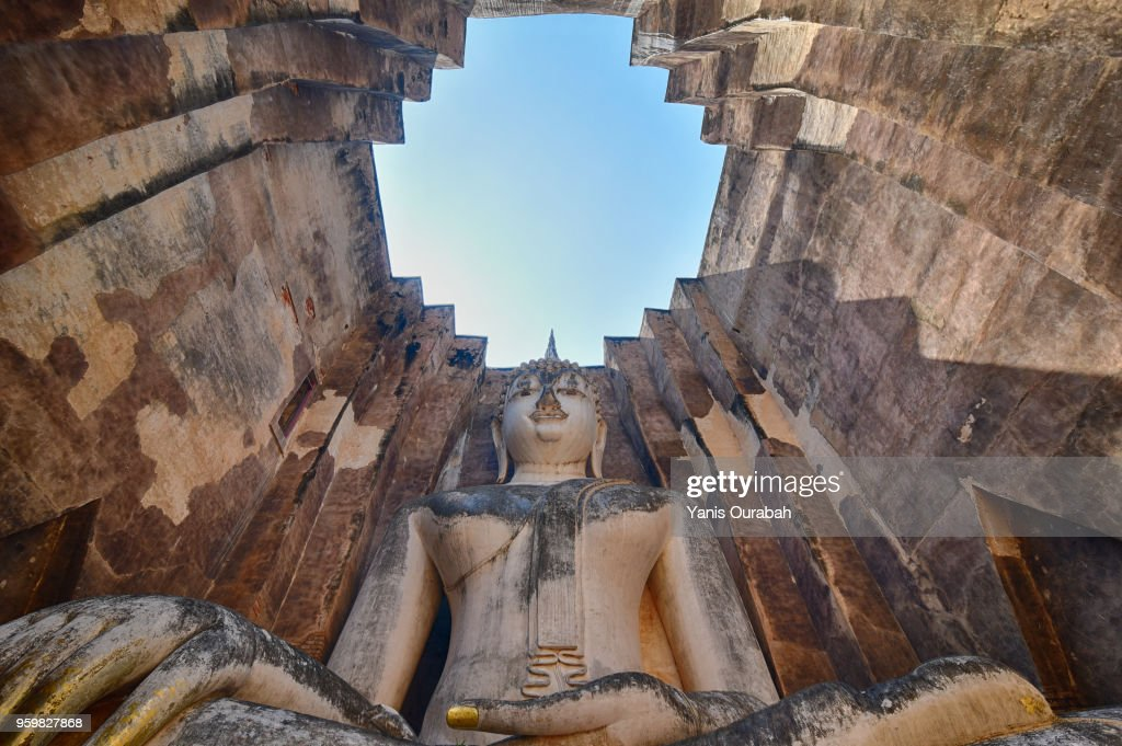 Wat Si Chum : the big Sukhothai Budhha in the historical site of Sukhothai, Thailand : Stock-Foto
