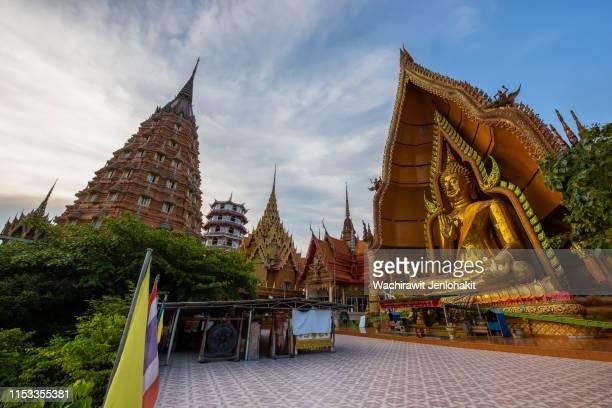wat tham sua kanchanaburi in thailand. - カンチャナブリ県 ストックフォトと画像