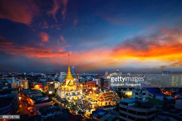 Wat Traimit Witthayaram Worawihan at sunset