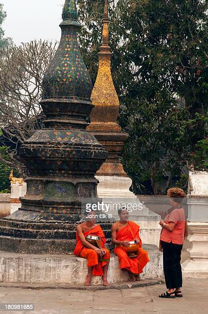 Wat Xieng Thong, that (stupa) with monks