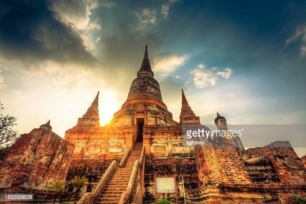 wat yai chai mongkol bangkok - grand palace - bangkok stock pictures, royalty-free photos & images