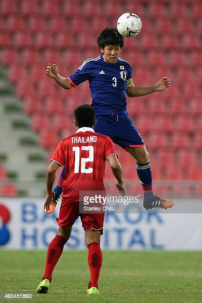 Wataru Endo of Japan battles with Adisak Klinkosum of Thailand during the friendly international match between Japan U21 and Thailand U21 at...