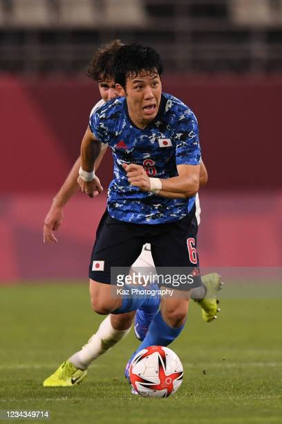 Wataru Endo of Japan dribbles the ball during the Men's Quarter Final match on day eight of the Tokyo 2020 Olympic Games at Kashima Stadium on July...