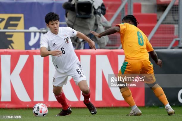 Wataru Endo of Japan, Franck Kessie of Ivory Coast during the International Friendly match between Japan v Ivory Coast at the Stadium Glagenwaard on...