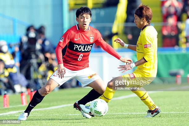 Wataru Endo of Urawa Red Diamonds and Yuki Otsu of Kashiwa Reysol compete for the ball during the JLeague 2016 match between Kashiwa Reysol and Urawa...