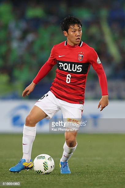 Wataru Endo of Urawa Red Diamonds in action during the JLeague match between Shonan Bellmare and Urawa Red Diamonds at the Shonan BMW Stadium...