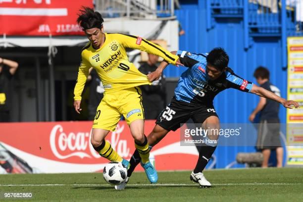 Wataru Esaka of Kashiwa Reysol and Hidemasa Morita of Kawasaki Frontale compete for the ball during the JLeague J1 match between Kashiwa Reysol and...