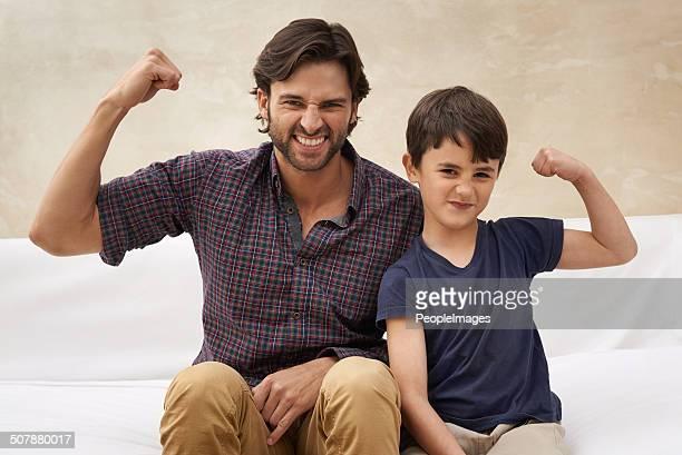 watch out! they're two tough guys - spieren spannen stockfoto's en -beelden